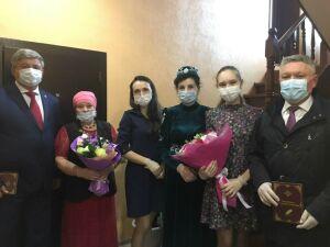 Рафис Бурганов поздравил с Днем семьи педагогическую династию с 220-летним стажем