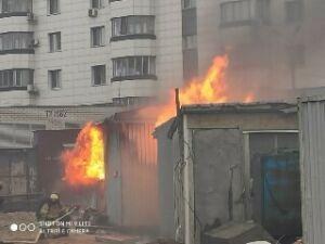 Очевидцы сняли на видео, как рядом со зданием «Татмедиа» тушили пожар