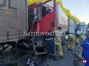 Дальнобойщик из Татарстана попал в ДТП в Саратовской области