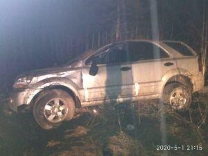 В Татарстане пьяный водитель внедорожника вылетел в кювет, два человека пострадали