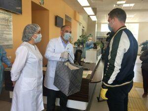 Республиканский онкодиспансер получил от Марата Бариева 600 масок