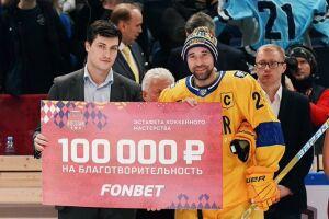 Данис Зарипов передал 200 тысяч рублей в детский хоспис фонда Анжелы Вавиловой