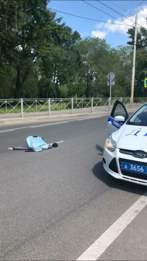 В Казани внедорожник насмерть сбил мужчину, который с другом переходил дорогу