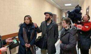 Бабушке из Казани разрешили забрать внучку из детского дома