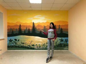 Молодая художница из Мамадыша расписала стены столовой в детском лагере