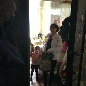 Семьям с особенными детьми в Менделеевске вручили продуктовые наборы