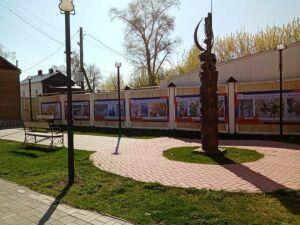 В Елабуге начала работу уличная баннерная выставка «Дети за мир!»