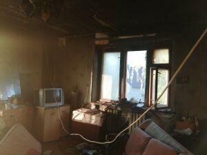 В Татарстане спасли пожилую женщину, когда в квартире ее соседа загорелась мебель