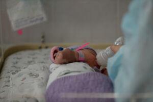 Ежегодно в РТ более ста младенцев получают травмы, падая с пеленальных столов