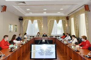 Мухаметшин попросил волонтеров разъяснить молодежи суть поправок к Конституции РФ