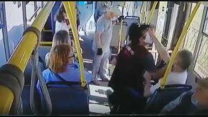 Пьяный пассажир в Казани на просьбу кондуктора надеть маску ударил его в челюсть