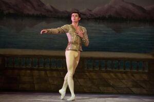 Солист балета Татарстана Олег Ивенко подписал контракт с эвент-агентством Европы