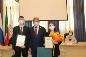 В Зеленодольске сессия депутатов города началась накитайском языке