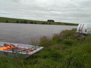 Челнинские спасатели нашли тело рыбака, который решил переплыть озеро и утонул