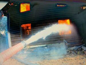 Хозяева спаслись из охваченного огнем дома под Казанью