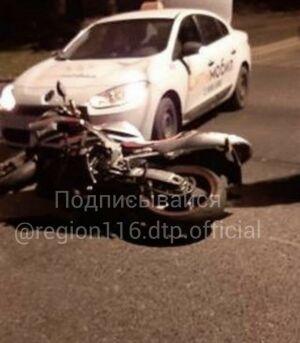 В Казани таксист не уступил дорогу и сбил байкера, пострадавший в больнице