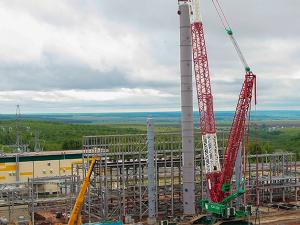 В Нижнекамске установили 70-метровую колонну для подготовки сырья в Тольятти
