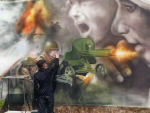 В Татарстане осужденный украсил стену колонии картиной к 75-летию Победы