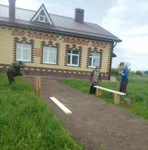 Сельчане лаишевского Курманаково своими силами обустроили территорию МФЦ