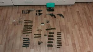 Раритетный карманный пистолет и два револьвера изъяли у казанской бабушки