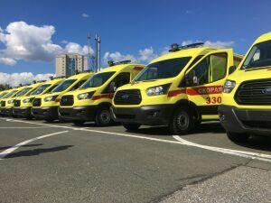 «Приятно получить такие машины»: Минниханов подарил районам кареты скорой помощи