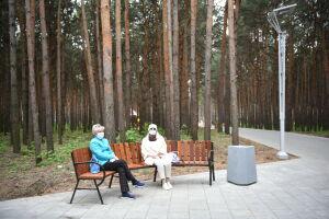 Челнинцам объяснили, почему в парке поселка ГЭС демонтируют новые скамейки