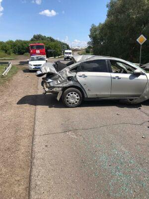 На трассе в РТ из-за лопнувшего колеса перевернулась иномарка, трое пострадавших