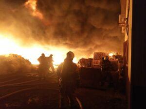 Пожарный поезд выехал к горящим постройкам нефтебазы филиала «Казаньнефтепродукт»