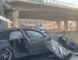 Спорткар «Ауди» снес забор и врезался в микроавтобус в Казани, есть пострадавшие