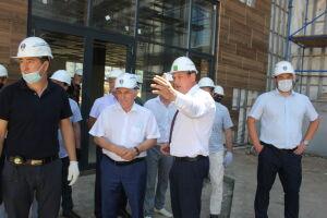Глава Госстройнадзора оценил ход строительства школы и жилого дома в Альметьевске