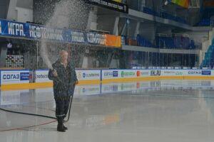 В Нижнекамске готовят лед к началу тренировок «Нефтехимика»