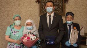 Тимур Нагуманов наградил медалями «За любовь и верность» две альметьевские семьи