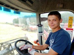 Передовиком хозяйства в Чистопольском районе стал 18-летний комбайнер