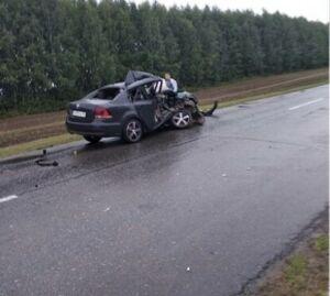 Легковушка влетела в припаркованный у обочины авто дорожников на трассе в РТ