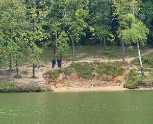 Выходя из озера в Казани, мужчина упал в воду и утонул