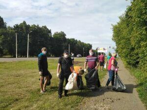 Жители Чистополя вышли на уборку территории у стадиона