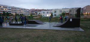 В Набережных Челнах детям поселка ЗЯБ подарили скейт-площадку