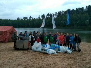 В Казани с территории озера Глубокое активисты собрали 30 мешков мусора