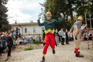Альметьевский уличный театр «Легкие крылья» показал два спектакля в Суздале