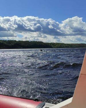 Из Волги в Татарстане вытащили рыбака, лодка которого перевернулась
