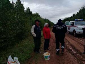 Три часа искали в лесу троих грибников татарстанские спасатели