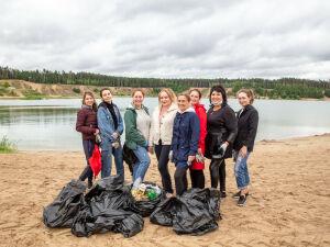 В Казани активисты собрали с территории Изумрудного почти сорок мешков мусора