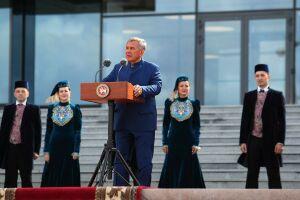 Минниханов вручил премию им. Габдуллы Тукая выдающимся деятелям культуры РТ