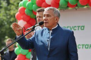 Минниханов и Метшин открыли двор, отремонтированный по президентской программе