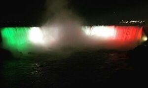 Ниагарский водопад окрасился в цвета флага Татарстана в честь Дня республики