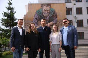 Мурал с изображением ремесленника появился в Казани