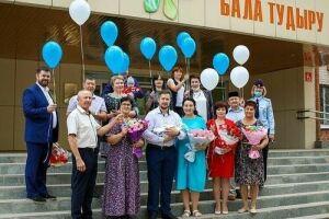 Молодой семье из Бугульмы вручили памятный знак в честь 100-летия ТАССР