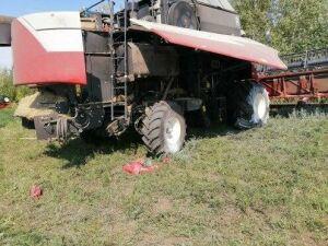 Татарстанские пожарные потушили комбайн, вспыхнувший во время работы в поле
