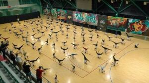 В Казани установили мировой рекорд по одновременно вращающимся на голове людям
