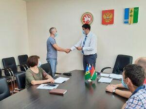 В Нижнекамском районе начали выдавать удостоверения кандидатов в депутаты